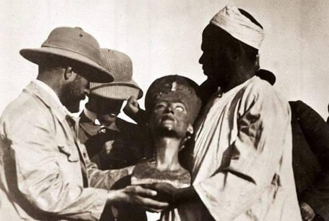 Firavun Akhenaton'ın karısı kraliçe Nefertiti