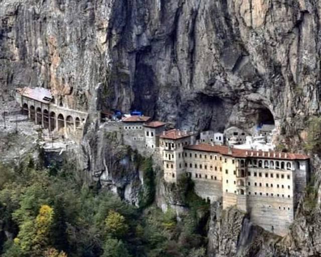 Başlangıç kilisesinin MS 375-395 tarihleri arasında Anadolu'da sıkça rastlanılan hatta Trabzon'da Maşatlık mevkiinde benzer örnekleri bulunan bir mağara kilisesi daha olduğu sanılmaktadır.
